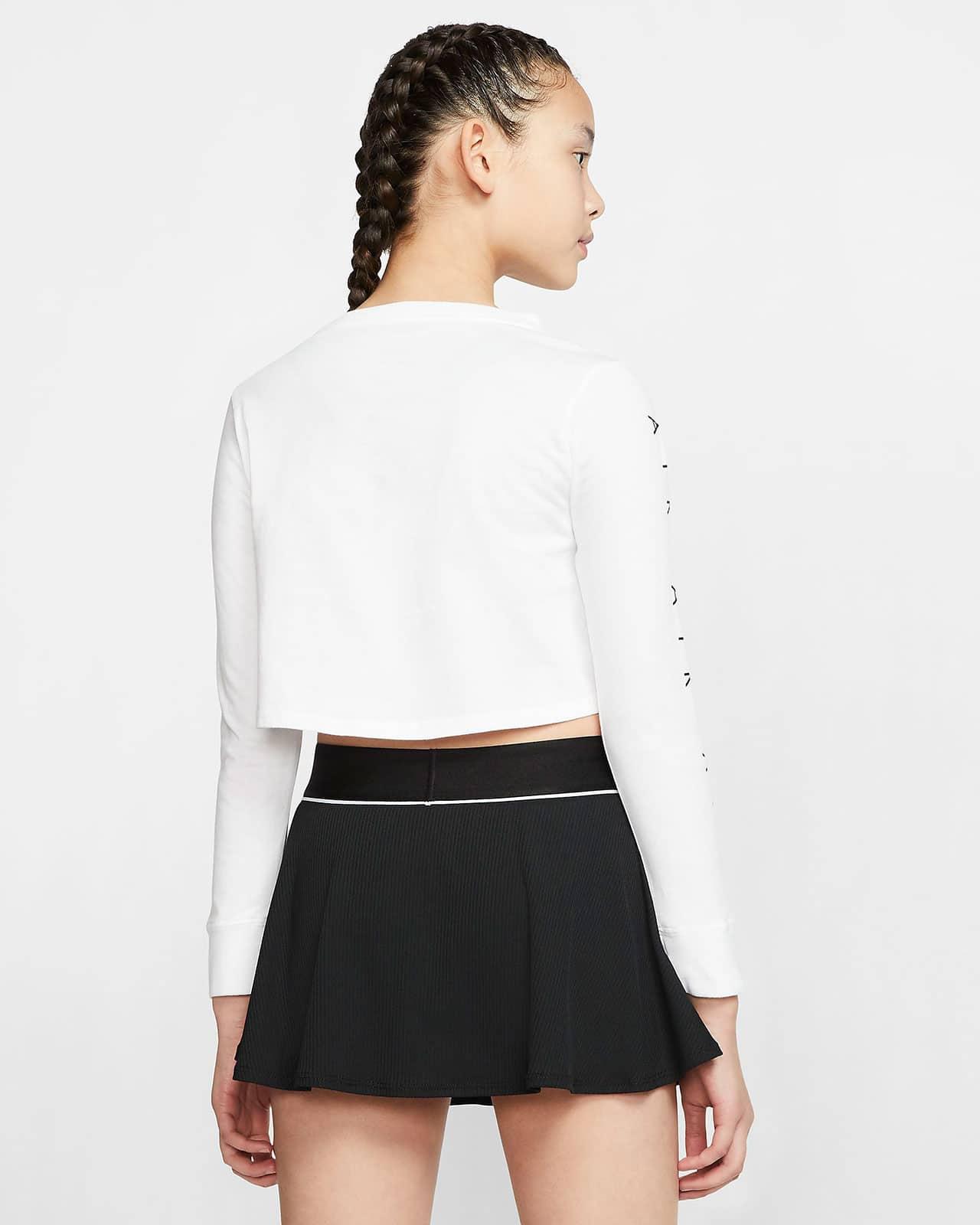 Короткая футболка – вид сзади