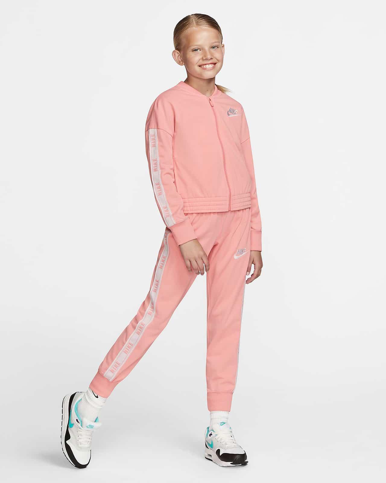 Спортивный костюм Nike для девочек