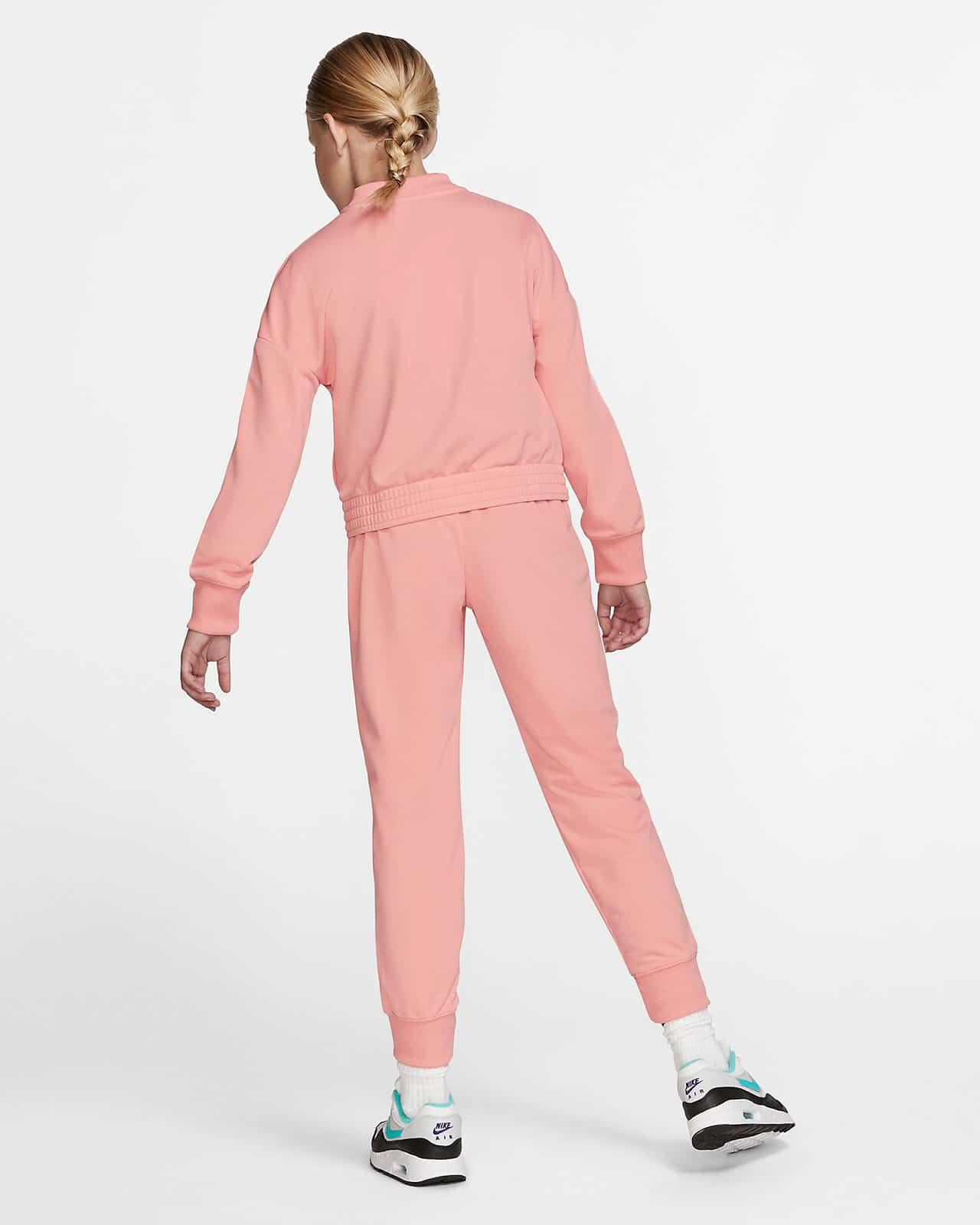 Спортивный костюм Nike - вид сзади