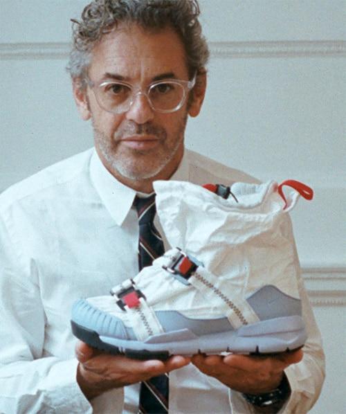 Том Сакс с космическими кроссовками Mars Yard
