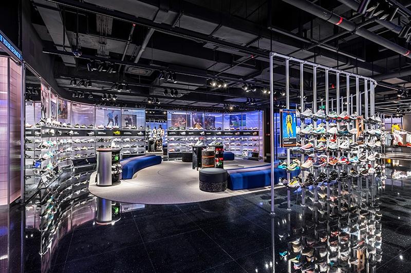 Внутри магазина Nike Rise