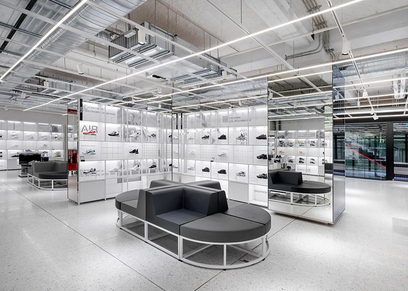Большой выбор кроссовок в Sneaker Lab