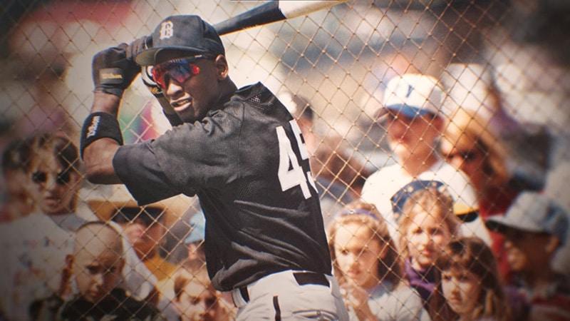 Джордан играет в бейсбол