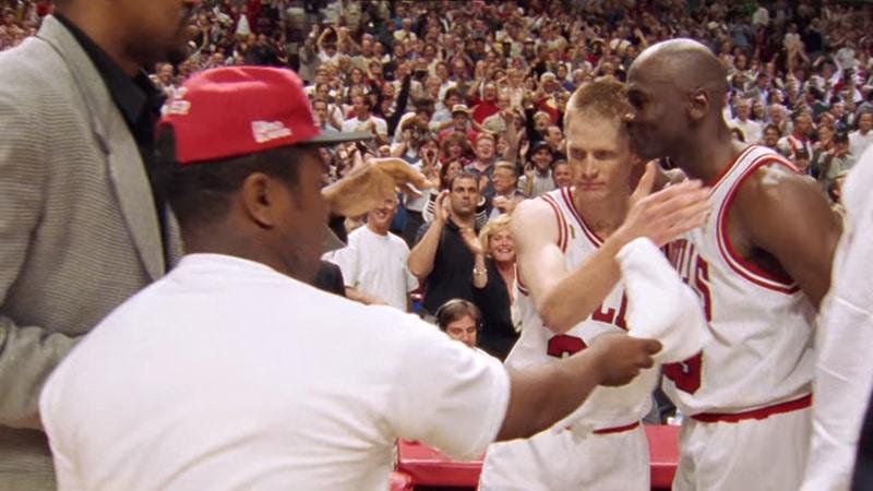 Джордан поздравляет Стива Керра