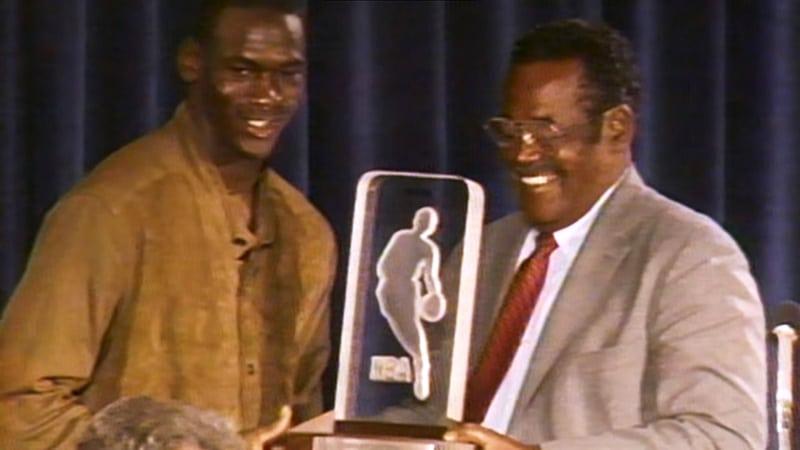 Вручение награды «Новичок года НБА»
