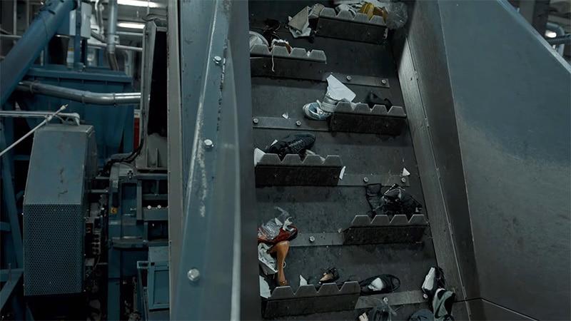 Переработка кроссовок на заводе