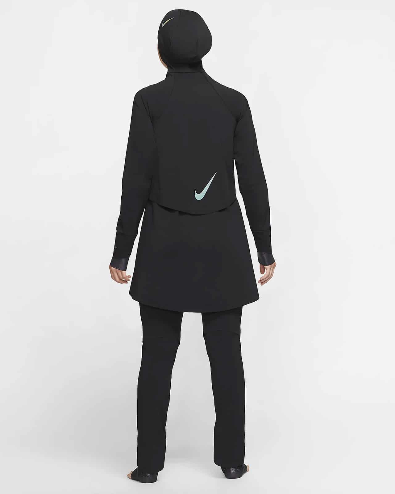 Купальный костюм – вид сзади