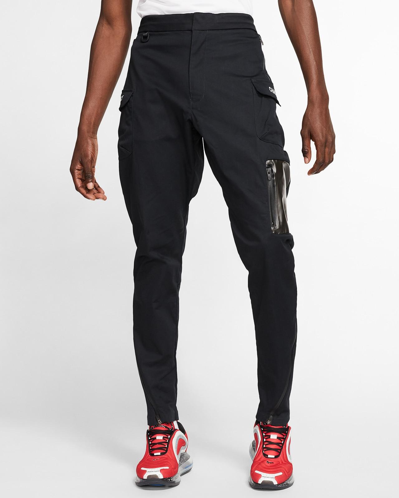 Тёмные брюки